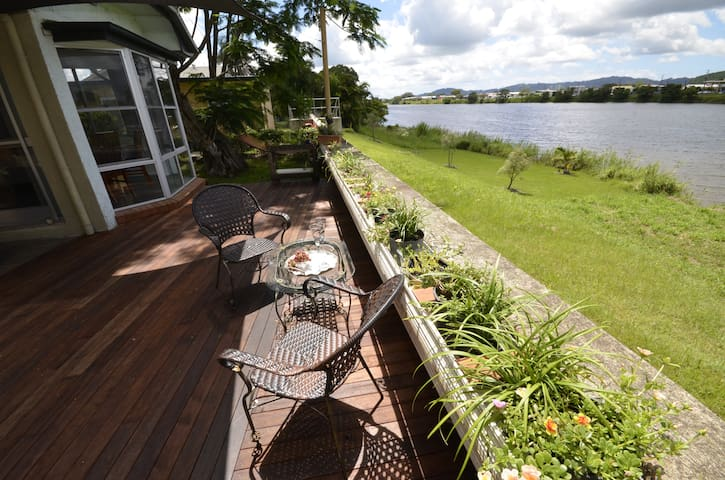 Riverfront Country Charmer Pet Friendly - Murwillumbah - House