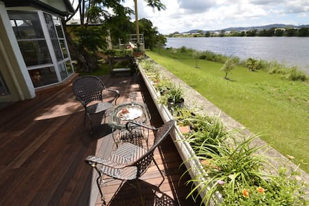 Riverfront Country Charmer Pet Friendly - Murwillumbah - Haus