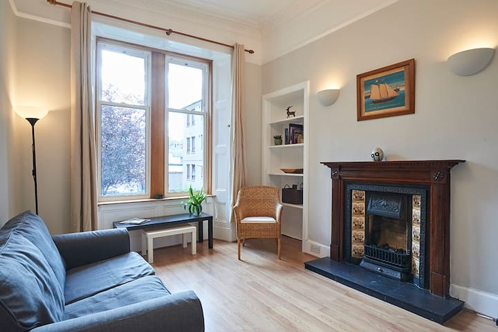Central 1 bedroom apartment in Edinburgh New Town
