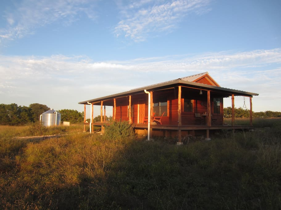Intimate cozy cabin in the texas hill country cabins for Texas hill country cabin rentals