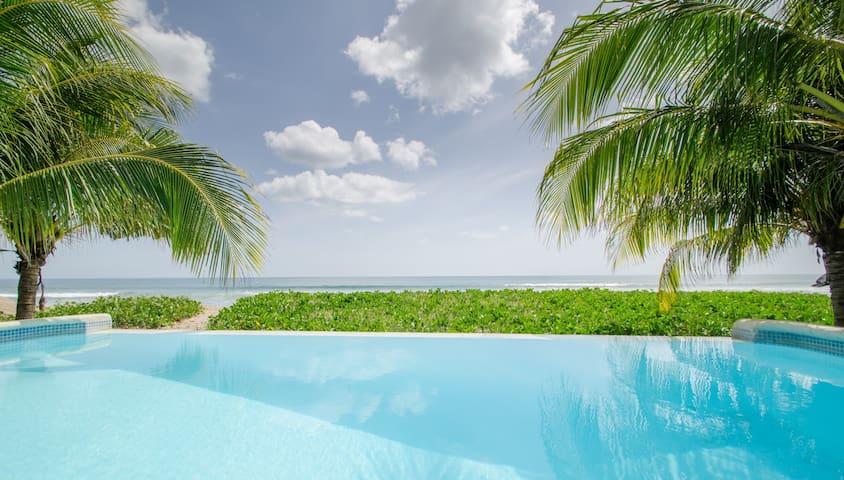 Casa Luminosa: 3br on-the-sand w pool (sleeps 7)