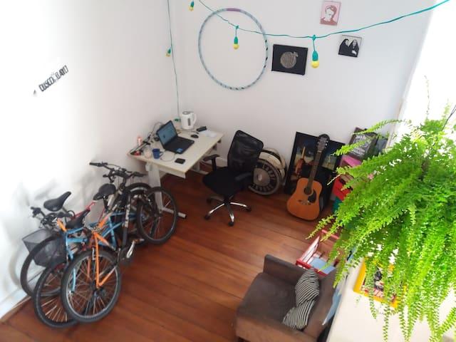 Quarto compartilhado no bairro Cidade Baixa - Porto Alegre - House