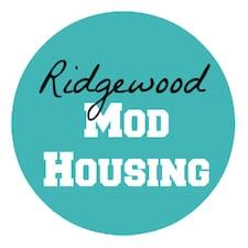 Ridgewood Mod Housing je domaćin.