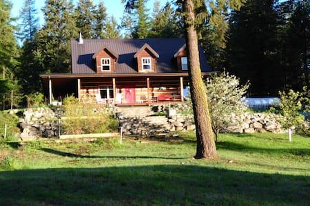 Colonial Cabin Farm Guest Suite