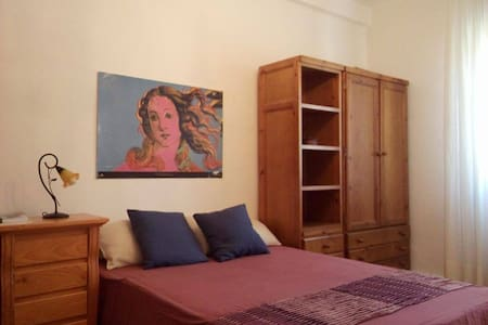 Big and luminous room next to Old Town - Pamplona - Appartamento