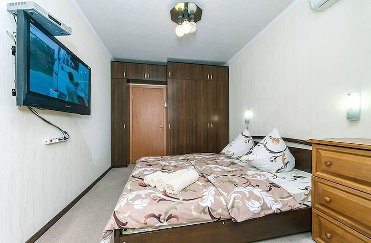 комфортная двухкомнатная квартира рядом с МВЦ
