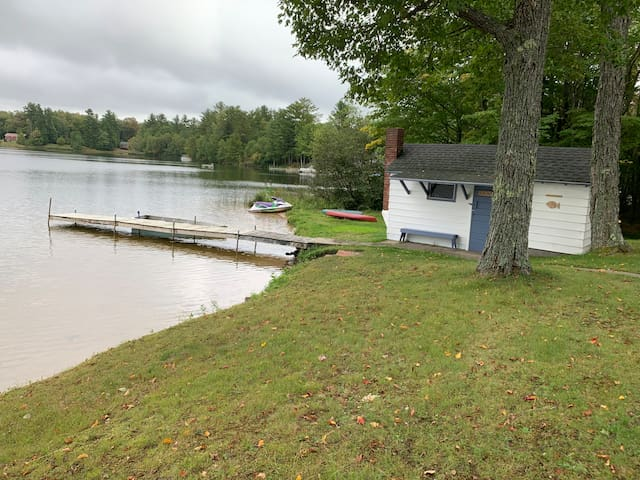 16 Mile Lake Getaway close to Pictured Rocks and Buckhorn Restaurant