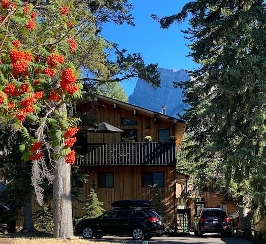 Beautiful Chalet with Unbeatable Location in Banff