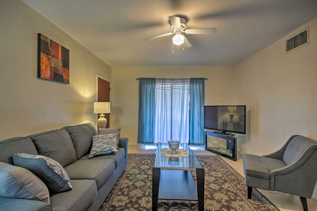 Explore the Sunshine City from this 2-bed, 1-bath vacation rental apartment.