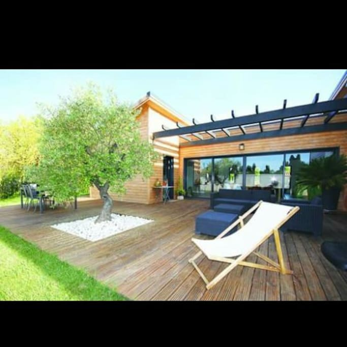 Tr s belle villa atypique en bois houses for rent in for Villa atypique