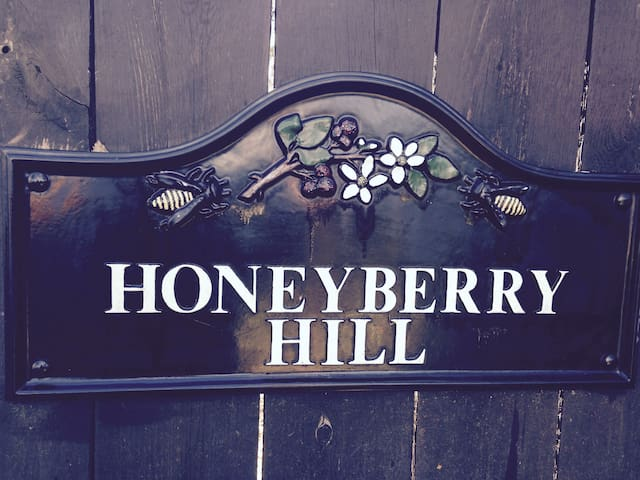 """Honeyberry Hill, """"The Lounge"""""""