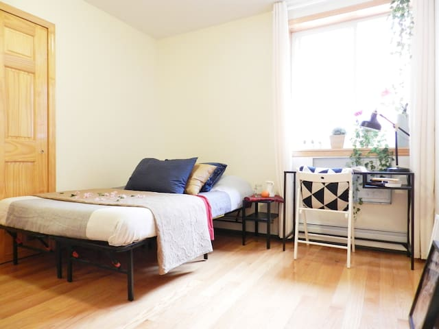 Master Suite w/ Own Bath, 3 mins from subway!