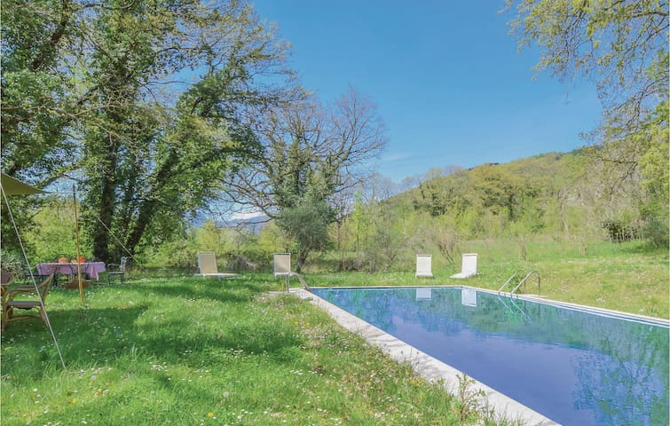 Holiday cottage with 4 bedrooms on 400m² in Ciorlano -CE-