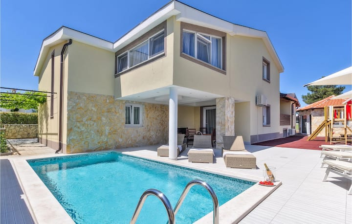 Amazing home in Kastel with Outdoor swimming pool, WiFi and 4 Bedrooms