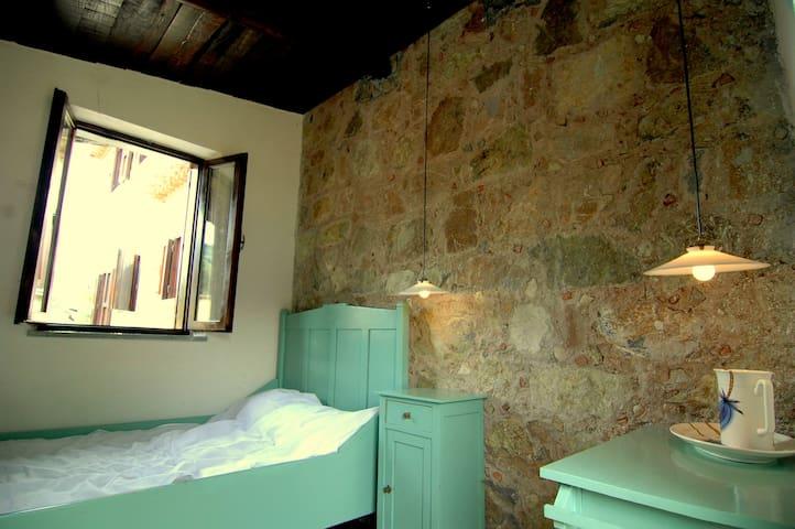 Slaapkamer met eigen opgang.