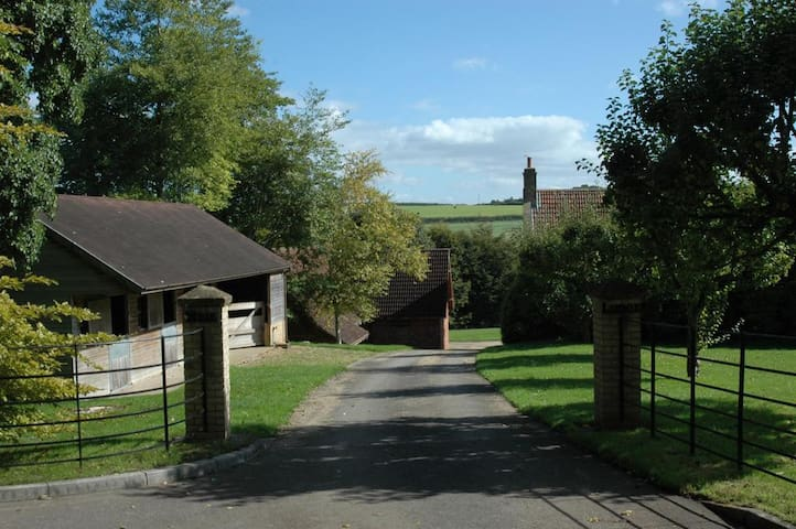 Private driveway with 2 stable blocks