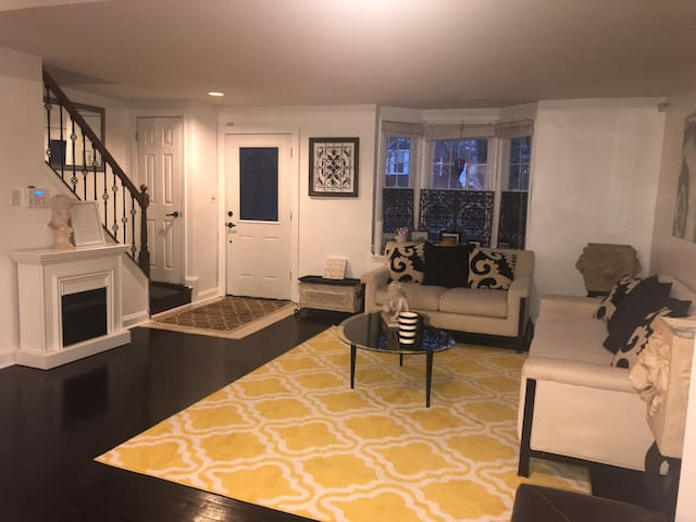 Private room close to Towson/hospitals/downtown!