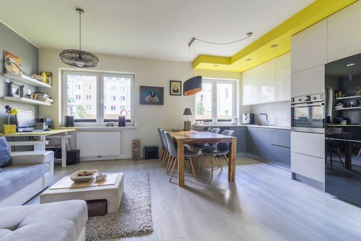 Nowoczesny apartament z ogródkiem
