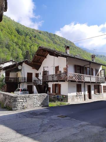 Tipica casa di montagna nelle Valli di Lanzo