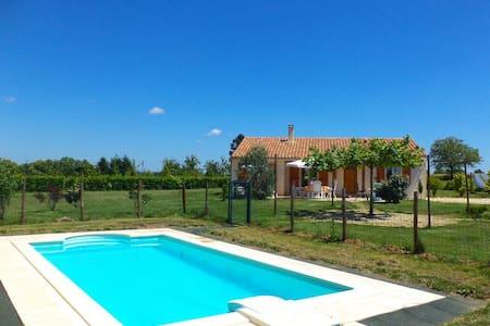 Maison Linchel sfeervolle villa met prive zwembad - Saint-Médard-d'Excideuil - Vila
