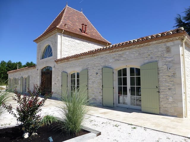 5 Star Holiday Home Lot Et Garrone