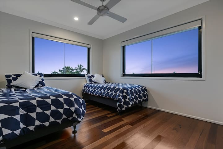 Bedroom 4 with two single beds.