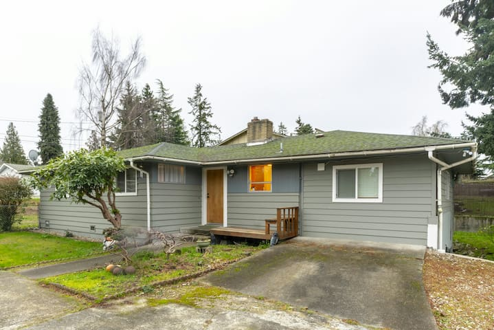 3 bedroom house in seatac close to airport