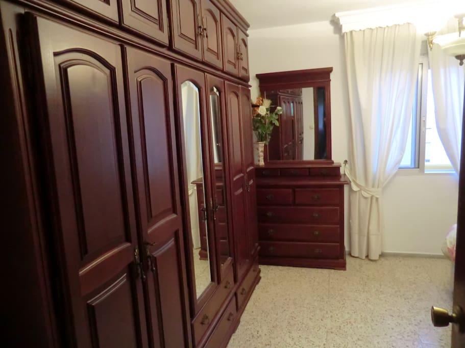 Acogedora habitacion doble con wifi appartamenti in for Habitacion tarifa
