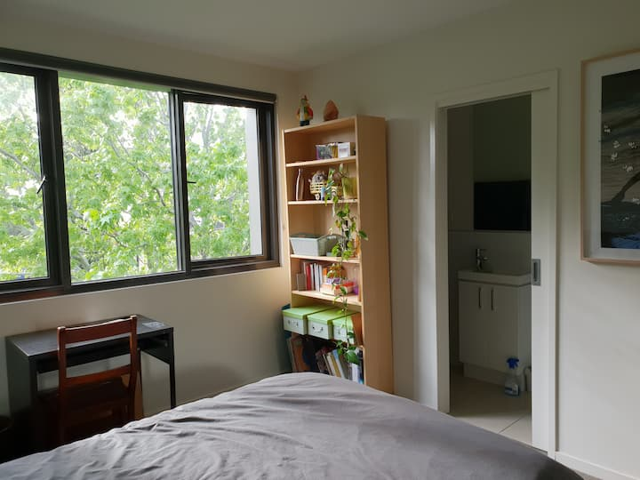 Funky East Brunswick Room w/ View & Ensuite