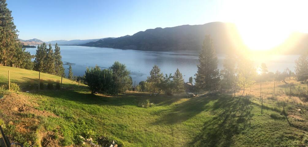 Sweet View Suite of Skaha lake