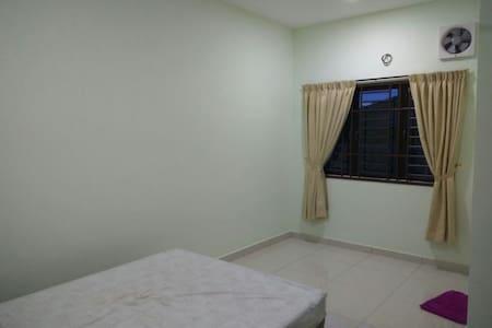简单的小房间,就是简单 - Johor Bahru
