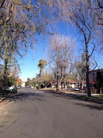 Hollywood Home near RedLine