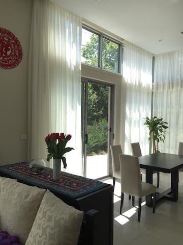 Nice Room in Premium Suburb - Forrest - Casa adossada