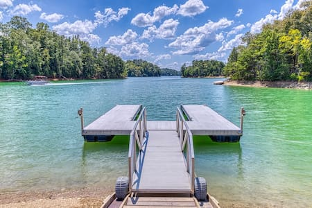 Beautiful lakefront cabin w/ dock, two-level deck, pool table & fireplace!