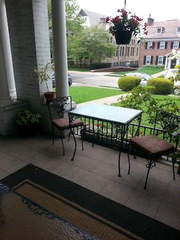 Green in Shadyside  -  3rd floor suite is  'a gem'