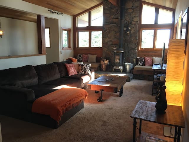 Scenic, Peaceful and Private  3-Story House - Mammoth Lakes - Dům