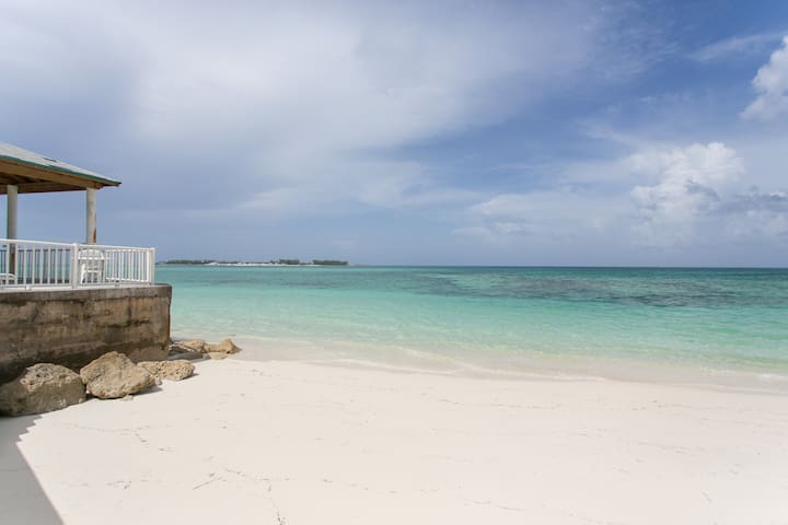 Beach on the property! - Nassau - Flat
