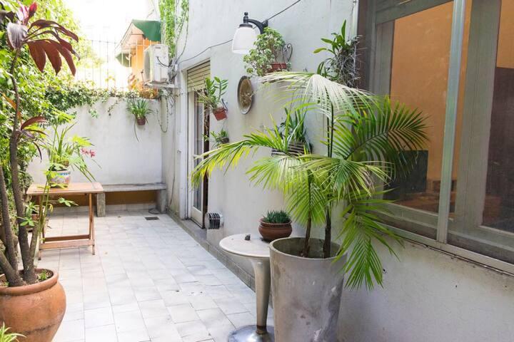 Autentico 2 dormitorios con 2 patios pura paz
