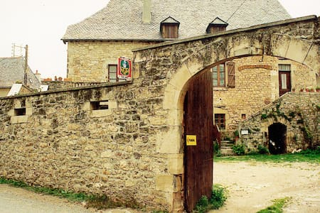 5 anciennes chambres d'hôtes - Rignac - Дом