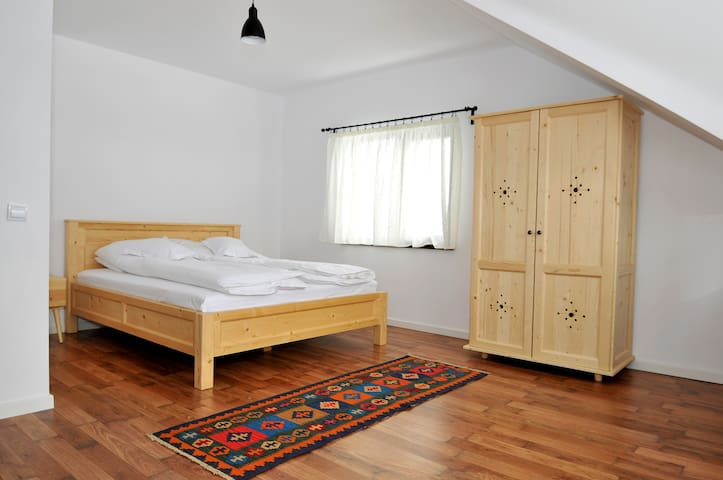 Cozy, family and group friendly Vila Noel - Predeluț - Hus