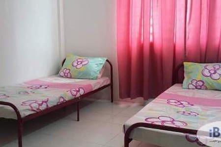 Apartment in Dengkil - Dengkil