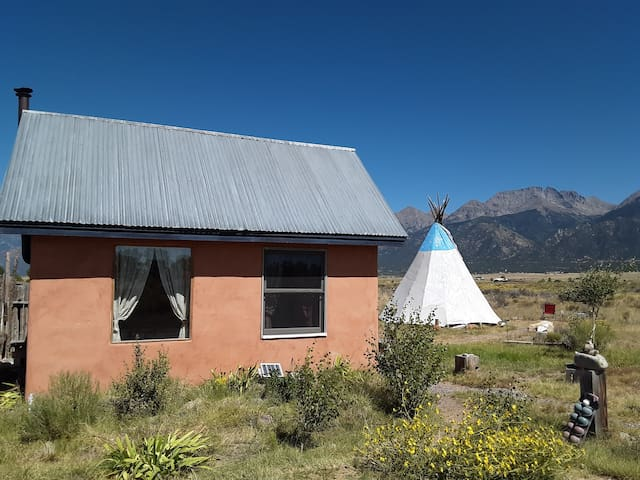 Bluebird Ranchito Bunkhouse and tipi private & fun