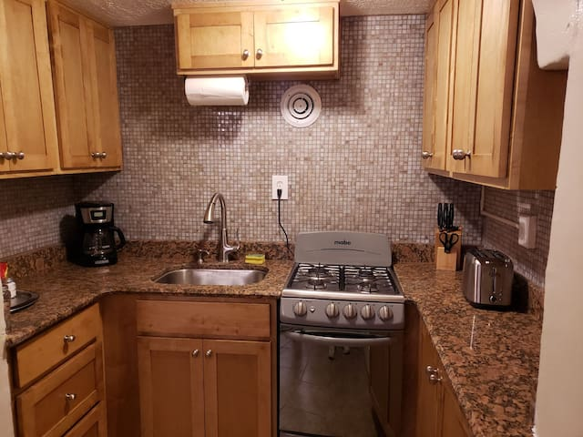 Downtown historic cozy/private 1bedroom Full kitch