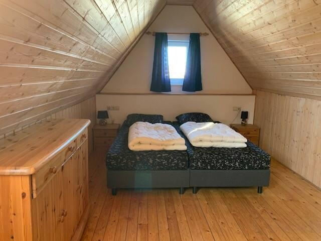 Slaapkamer 2 op de zolderetage heeft vier eenpersoonsbedden