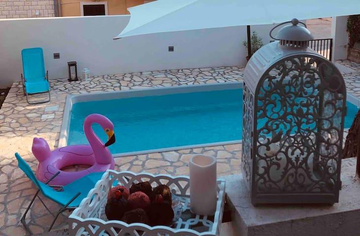 Bol, Apartman Margareta with pool!