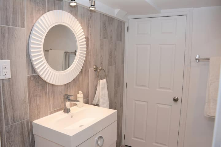Comfortable & Newly Renovated Home in St-Laurent