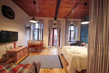 Studio with High Ceiling in the center of Taksim