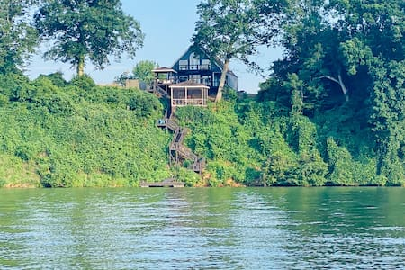 "Featured ""HGTV Dream Home"" -Best View on the Lake!"