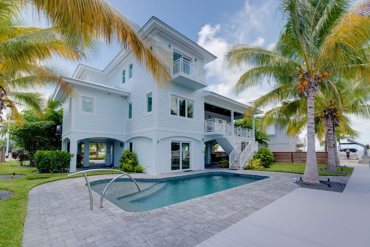 4/2.5 Pool Home with Open water views