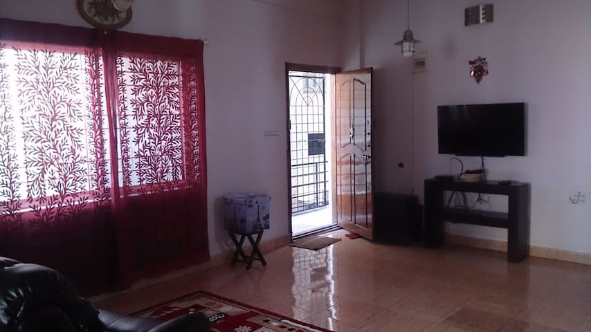 A decked up cozy 2 bedroom apartment near ADA/HAL